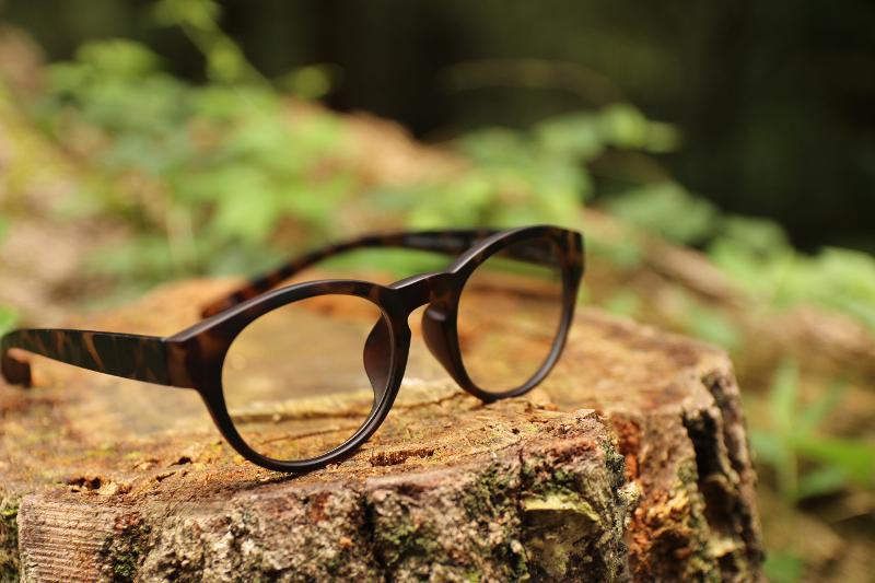 老眼鏡はイケてる男性イメージが強いですが女性でも愛用できますか?