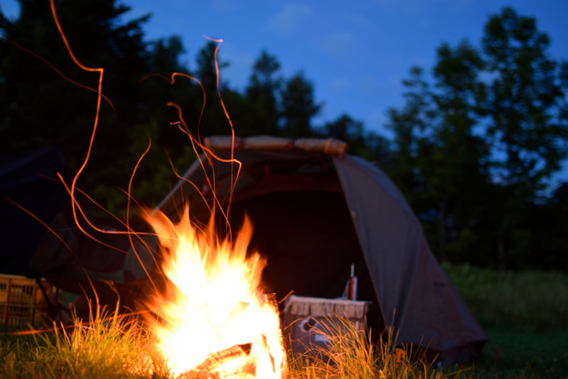 テントと火の粉