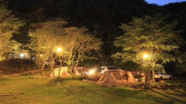 男のソロキャンプ!無骨ギアが映える秘密基地みたいなキャンプ場10選
