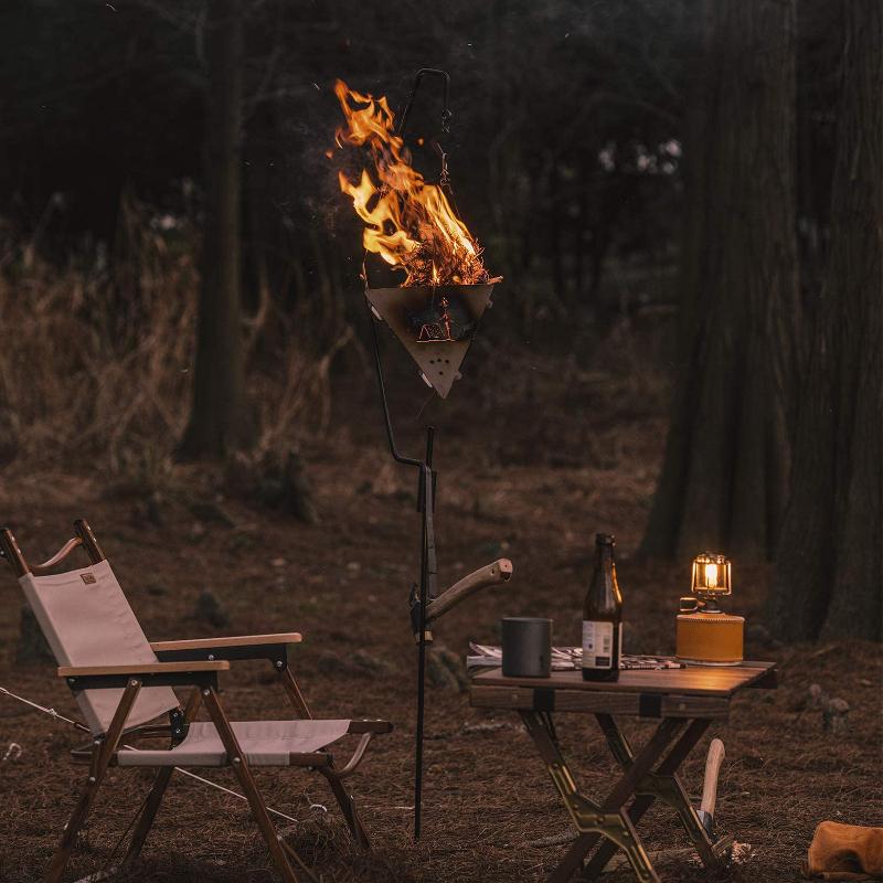 無骨キャンプの吊るす焚火台
